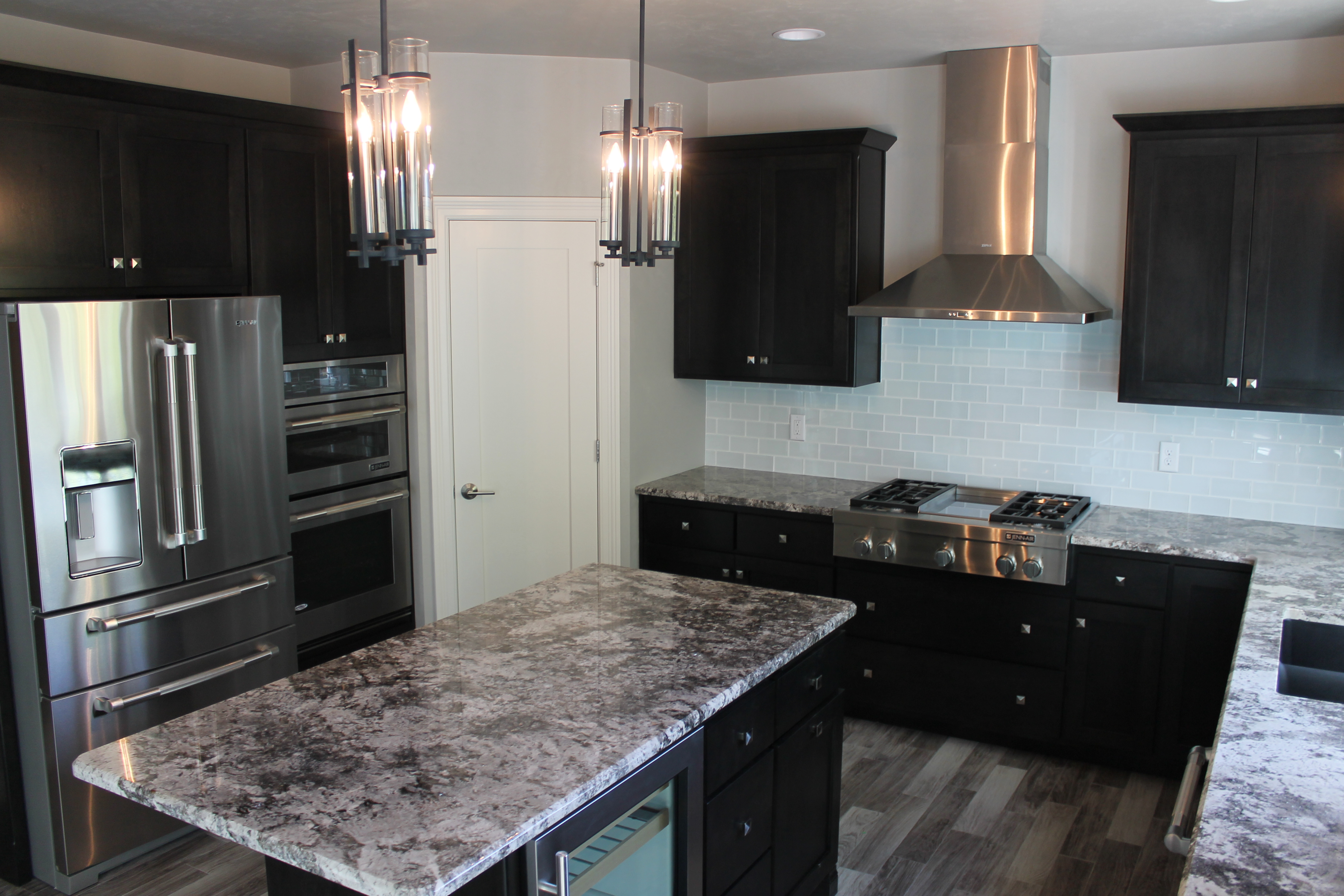 How to choose between light and dark granite katie jane for Chocolate pear kitchen cabinets