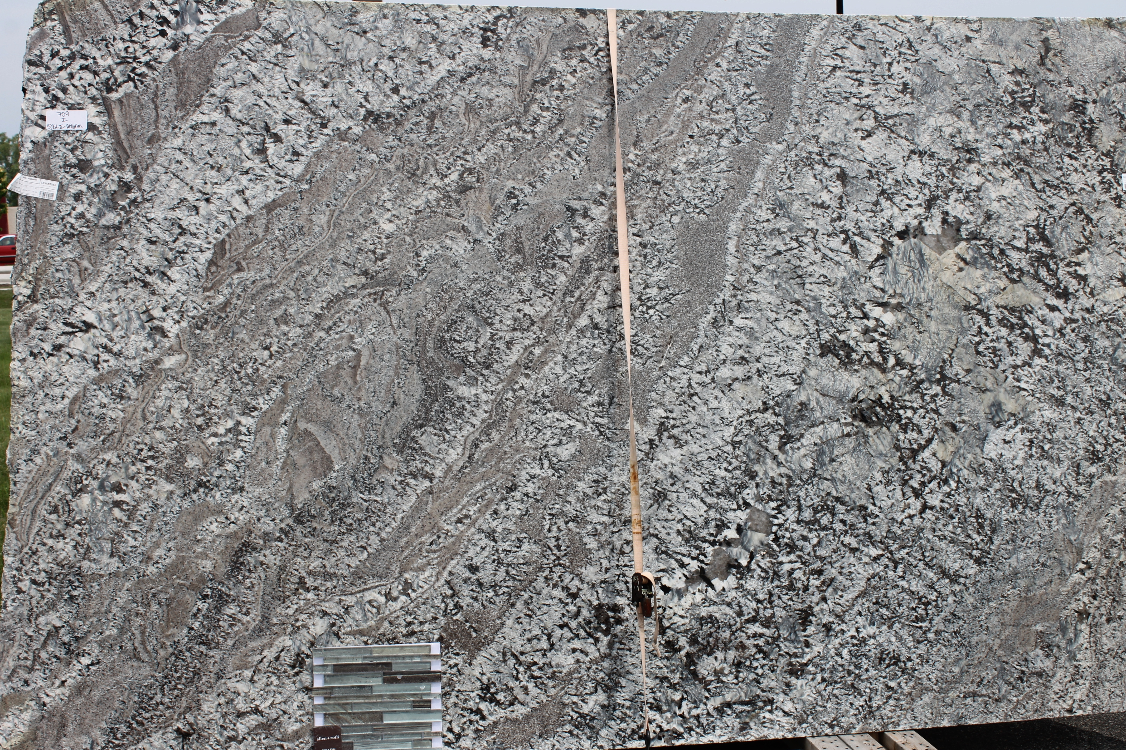 How to choose between light and dark granite katie jane for Lennon granite pictures