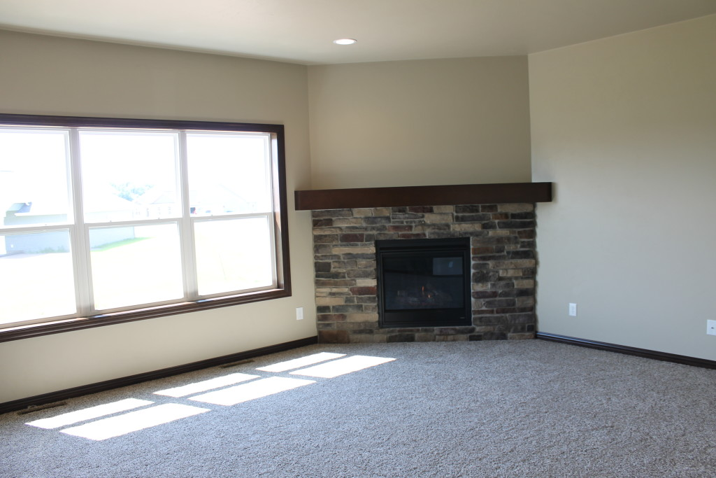5319 corner fireplace with stone mantle ht