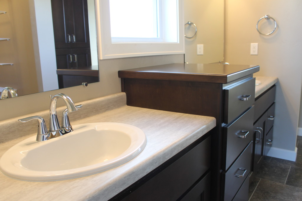 sink between windows and raised linen in master bath
