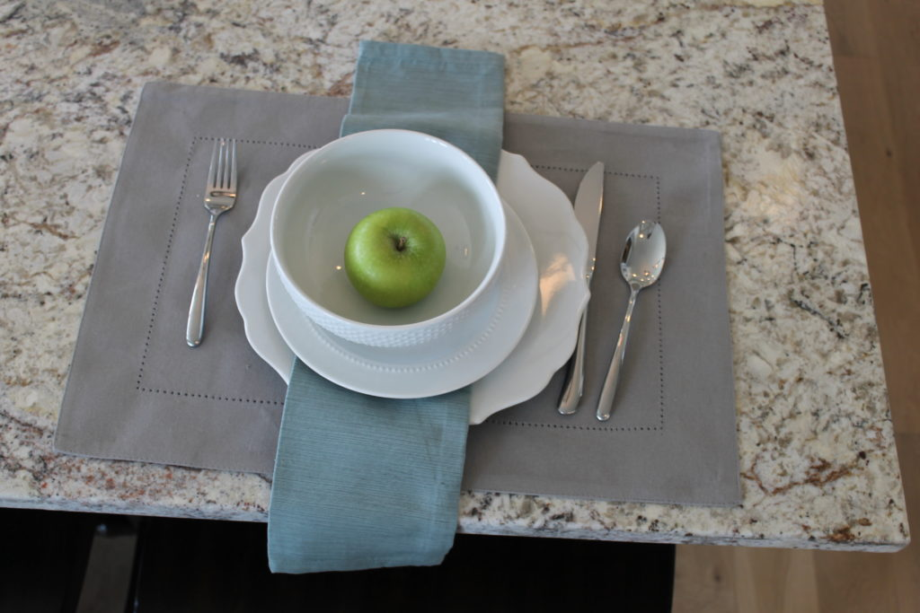 apples make great place settings