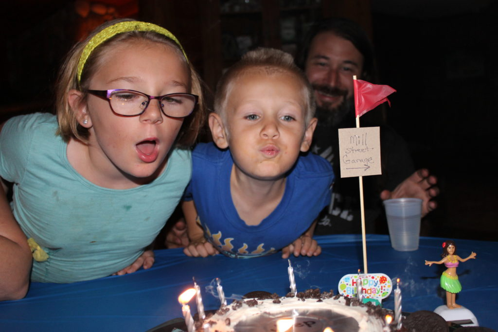 jeep-cake-blowing-out-the-candles-2016
