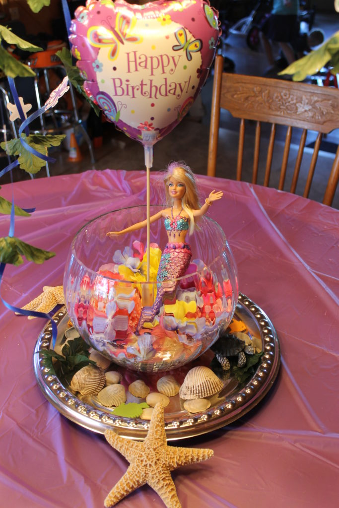 birthday-centerpiece-with-mermaid-in-fish-bowl