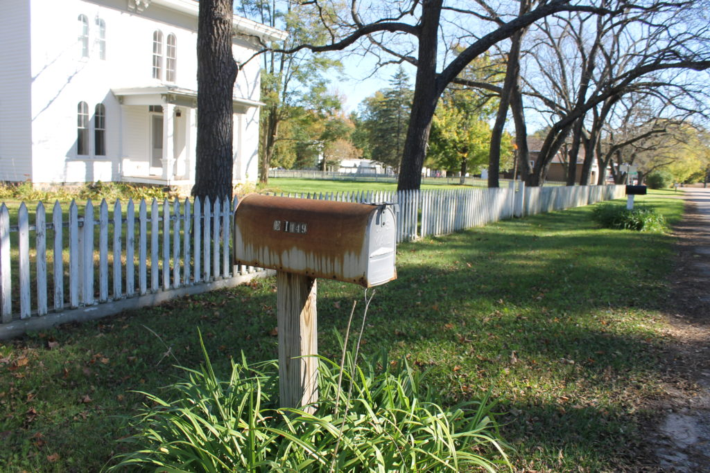 fall-comes-to-rural-wi-rusty-mailbox
