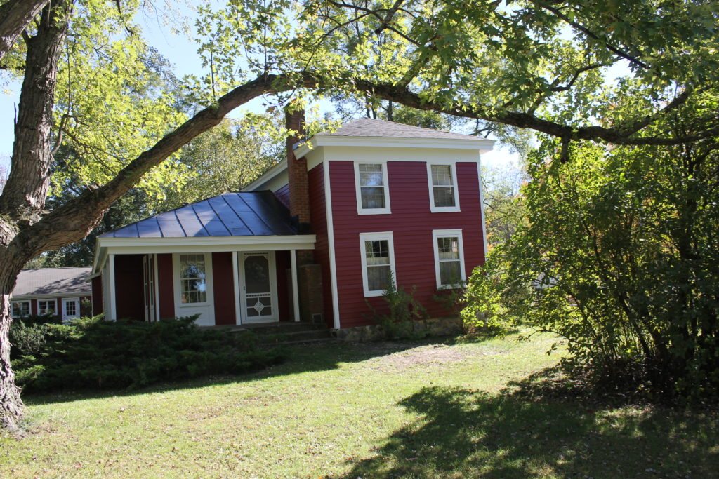 fall-home-tour-red-house-in-rural-wi