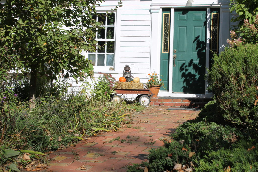 home-tour-in-rural-fall-decor-by-front-door
