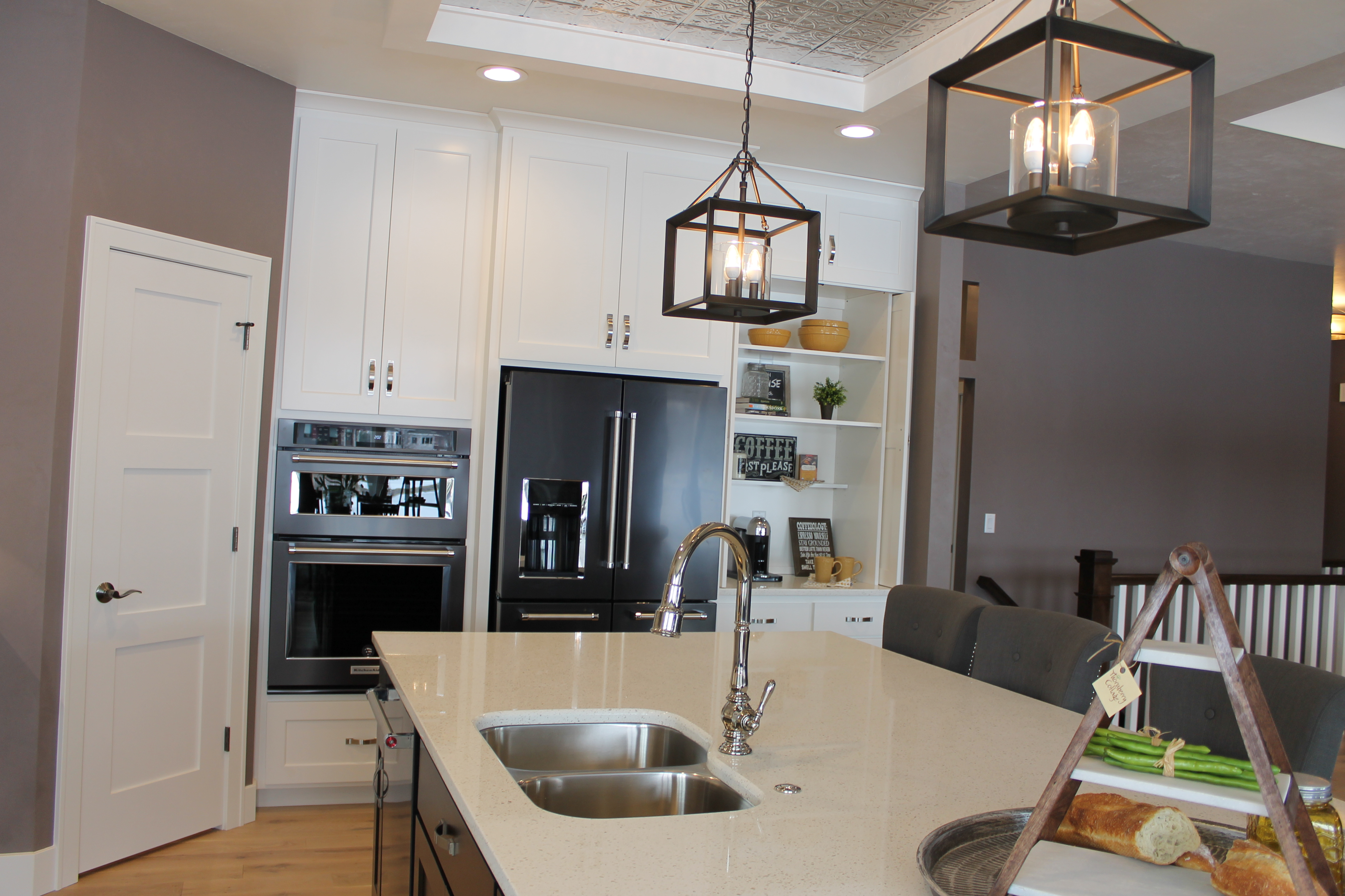 Five favorite features of the showcase home in suamico for Bar showcase for home